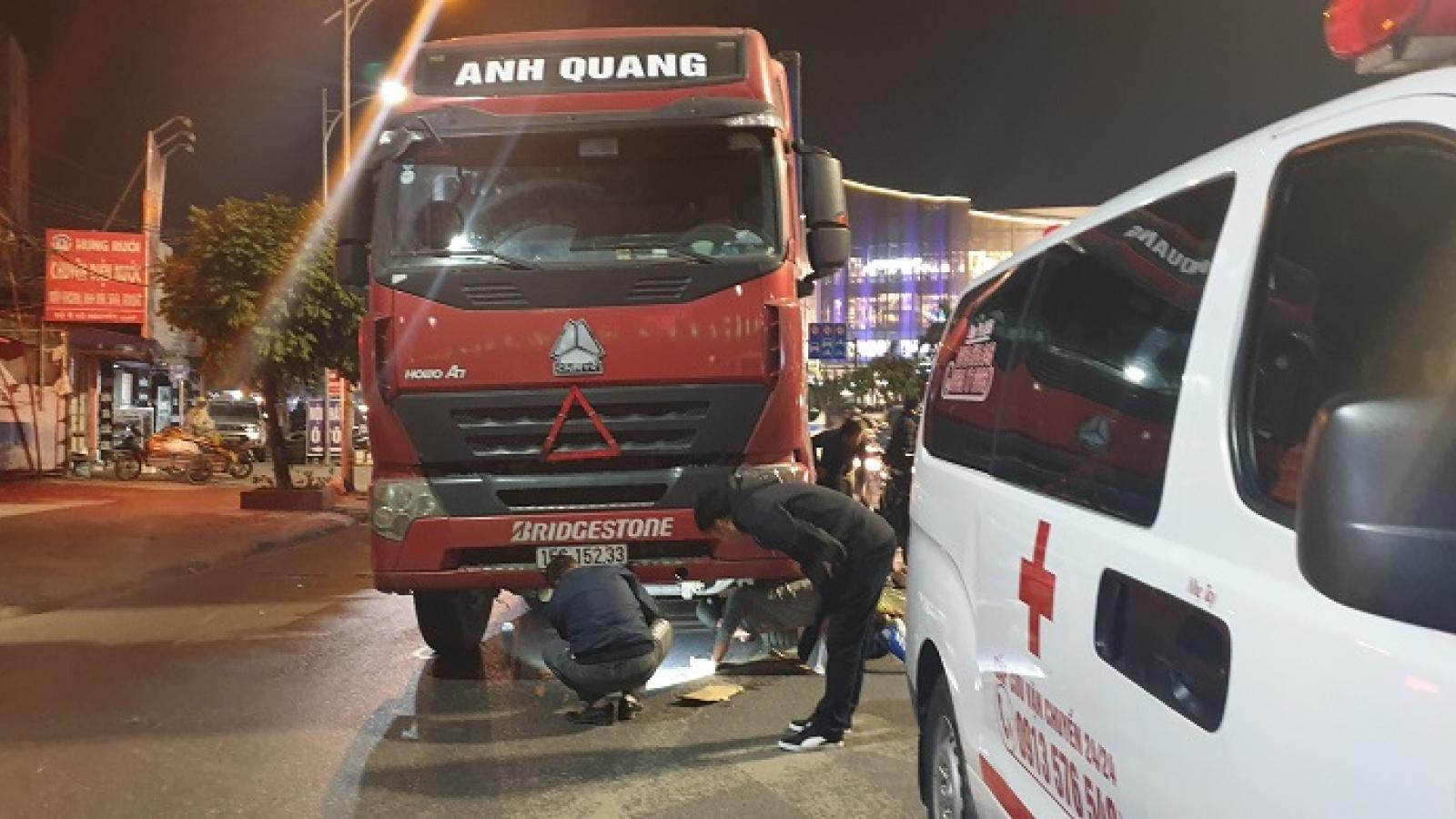Va chạm với xe container, 1 thai phụ tử vong, 1 người bị thương
