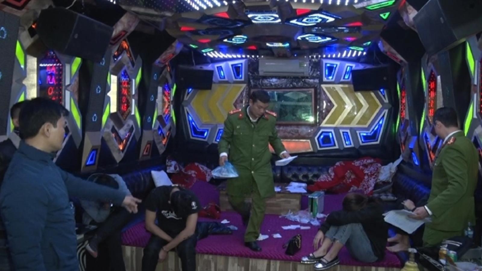 Chủ quán karaoke bán ma tuý rồi bay lắc cùng khách