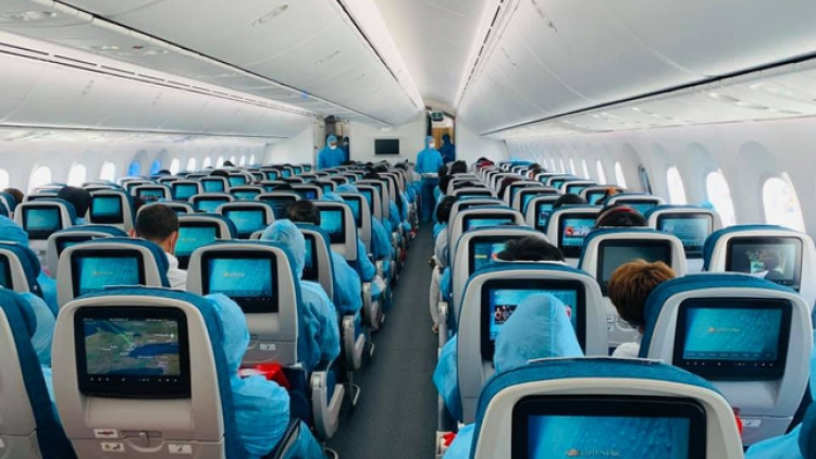 Khởi tố vụ án nam tiếp viên hàng không làm lây lan Covid-19