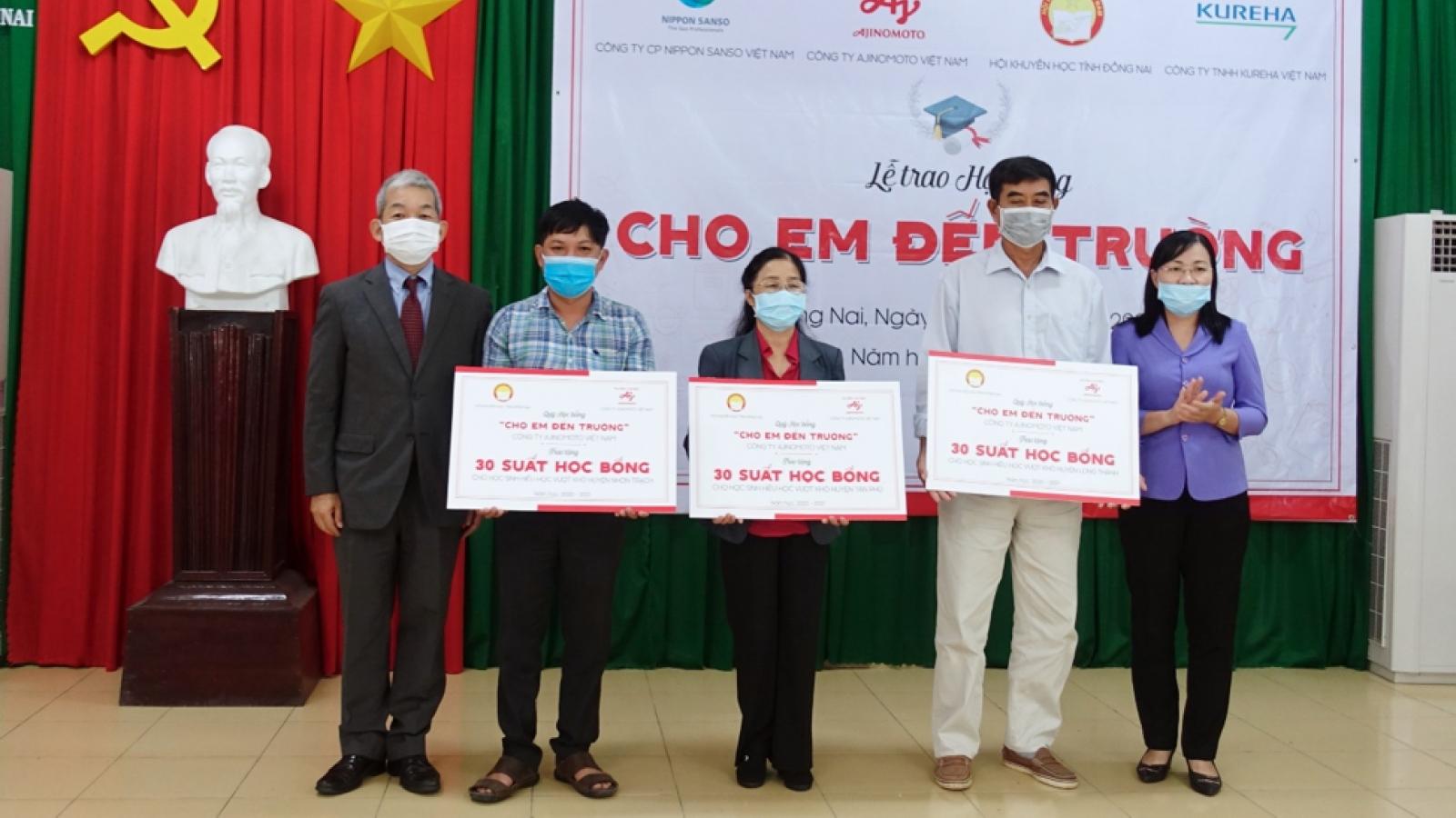 """340 học sinh Đồng Nai được trao học bổng """"Cho em đến trường"""""""