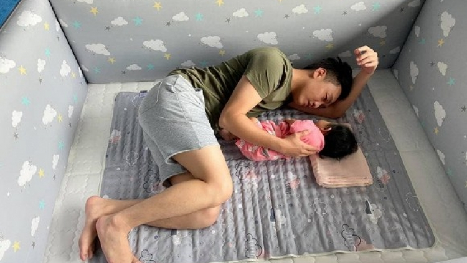 Chuyện showbiz: Tan chảy với khoảnh khắc Cường Đô La trò chuyện cùng con gái