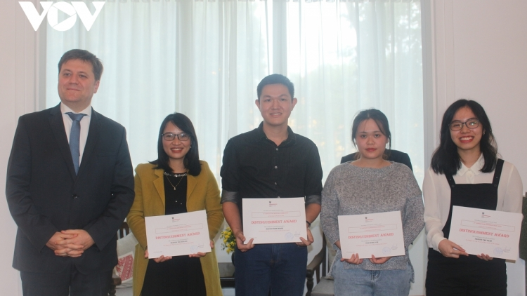 Vietnamese writers honoured for knowledge of Poland