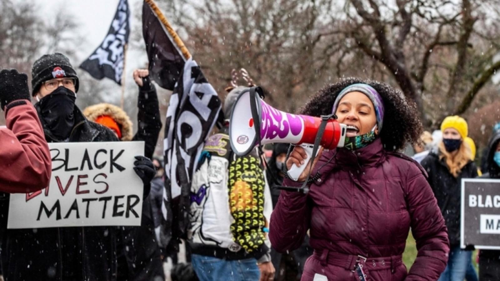 Giới chức Ohio (Mỹ) hối thúc sa thải cảnh sát bắn chết người da màu