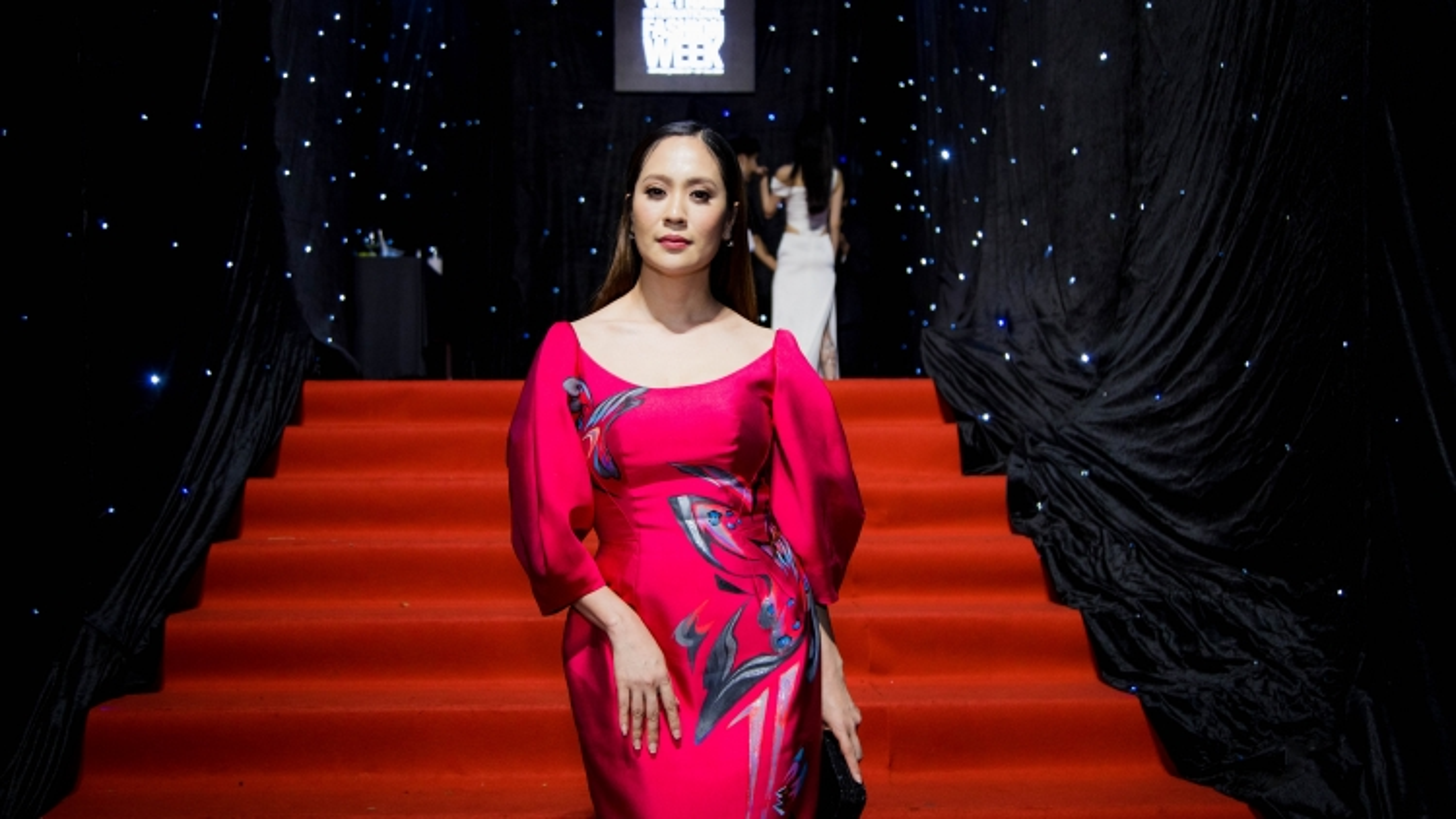 Diễn viên Thanh Thúy đẹp nền nã với váy bút chì gam hồng ấn tượng