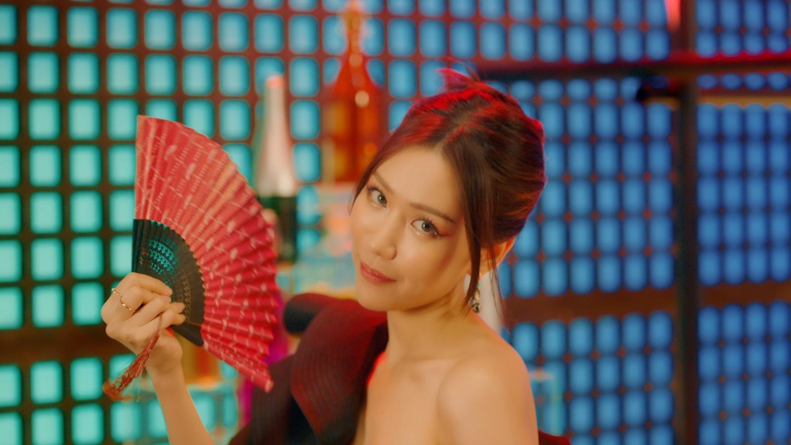 MIN gây tò mò với hình ảnh gợi cảm, kết hợp cùng bộ đôi giám khảo - thí sinh Rap Việt