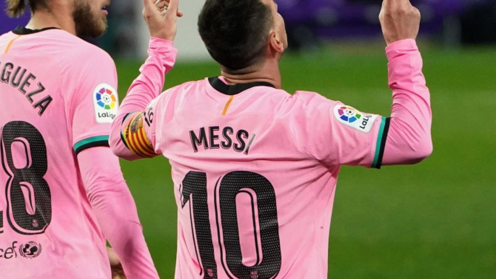 Mỗi lần bị Messi chọc thủng lưới, thủ môn ... được tặng 1 chai bia