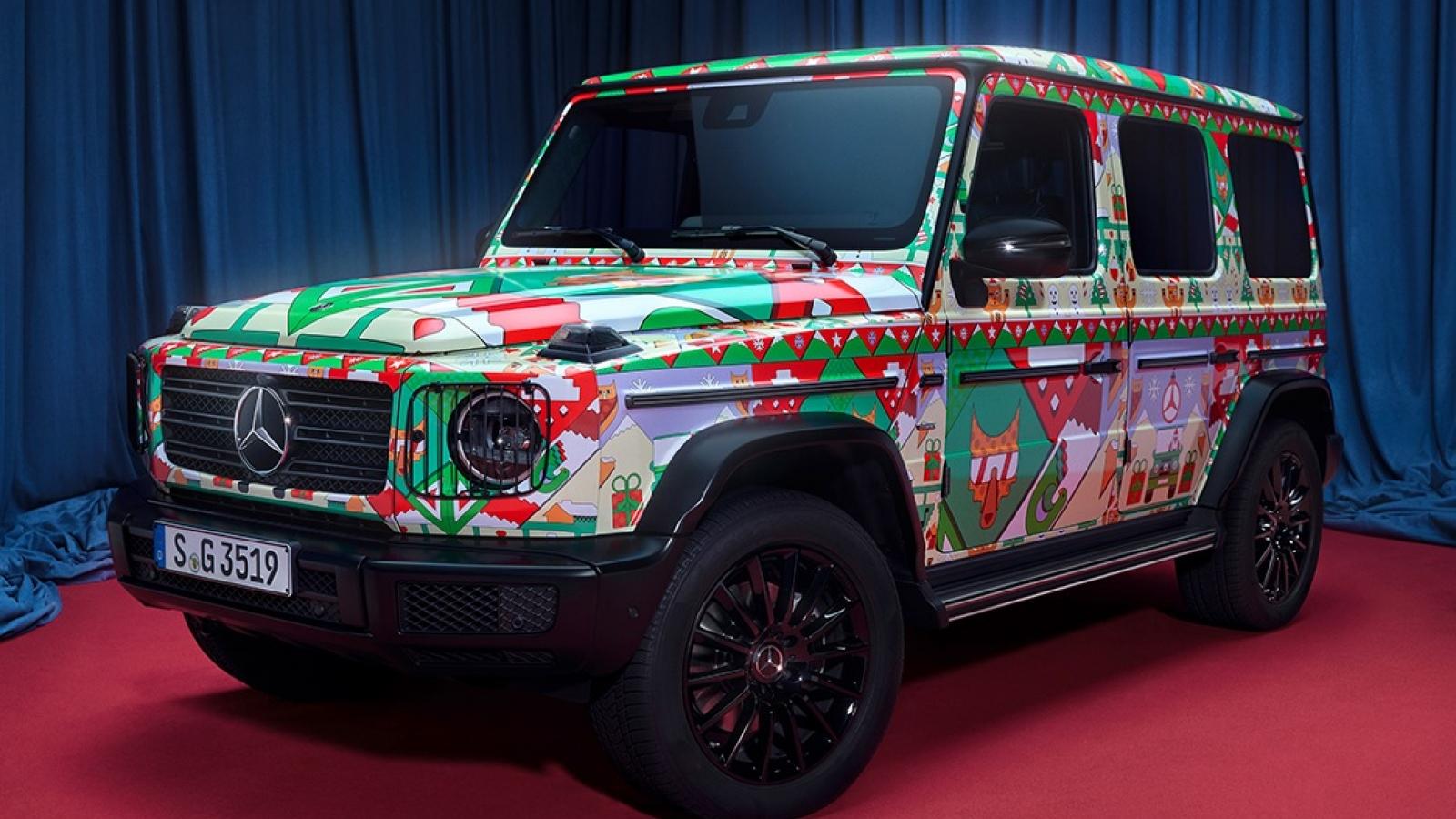 """Họa tiết """"xấu xí"""" đón Giáng Sinh của Mercedes-Benz G-Class và AMG GT R"""