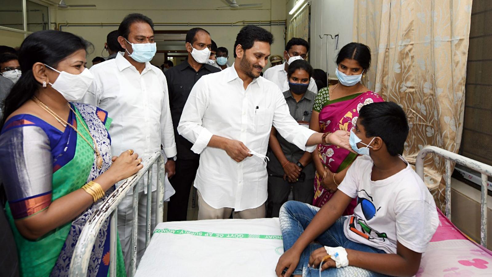 Chất tẩy và thuốc sát trùng có thể là thủ phạm gây 'bệnh lạ' tại Ấn Độ