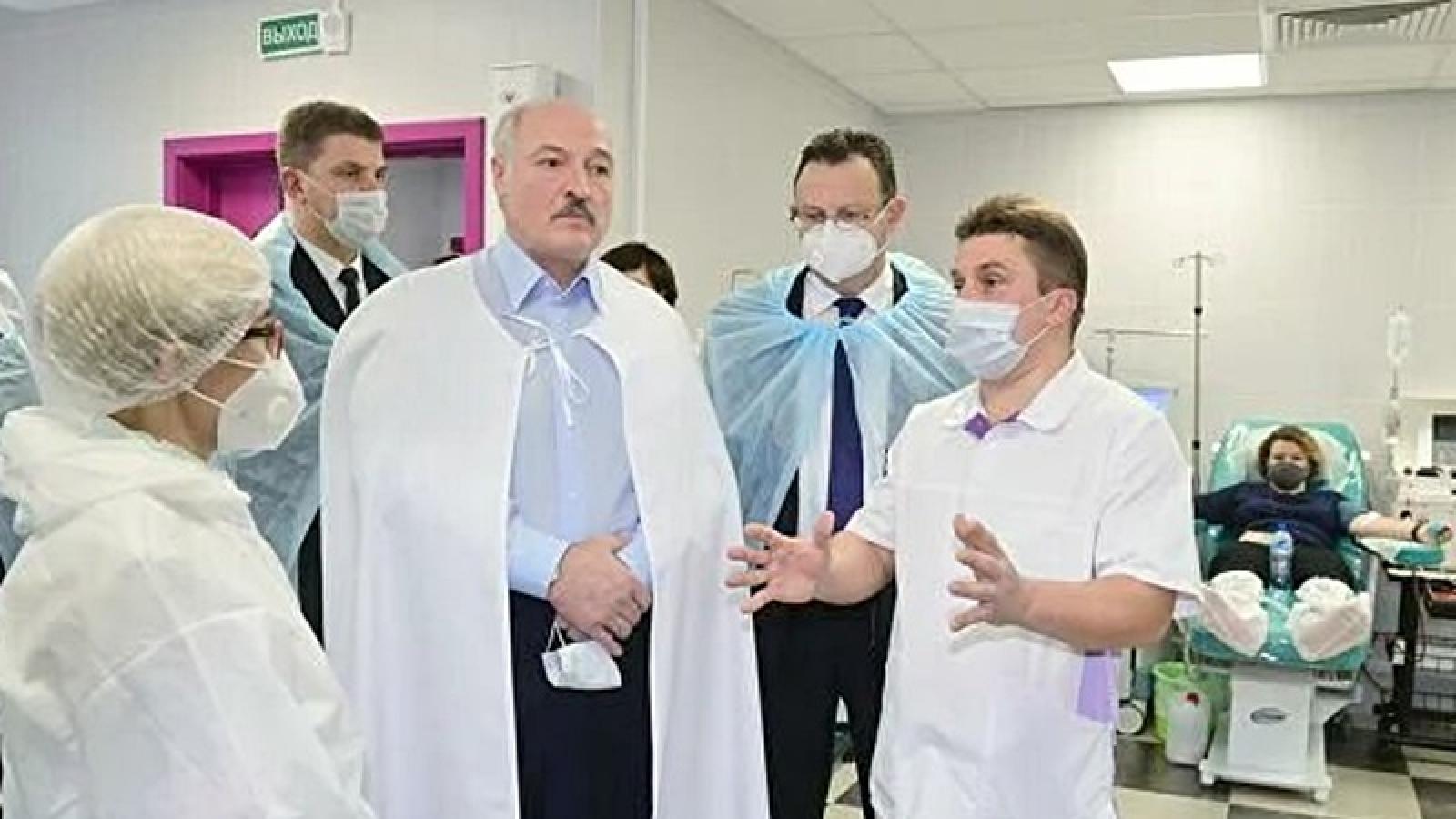 Nga phê duyệt vaccine Sputnik V cho người trên 60 tuổi, Belarus tiêm vaccine vào mùa xuân
