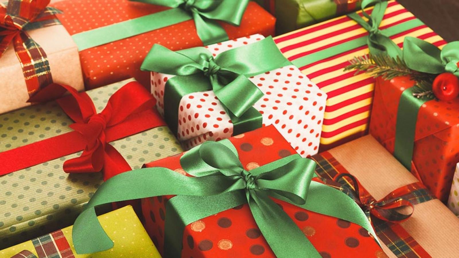 Nên tặng quà gì cho chàng vào ngày lễ Giáng sinh?