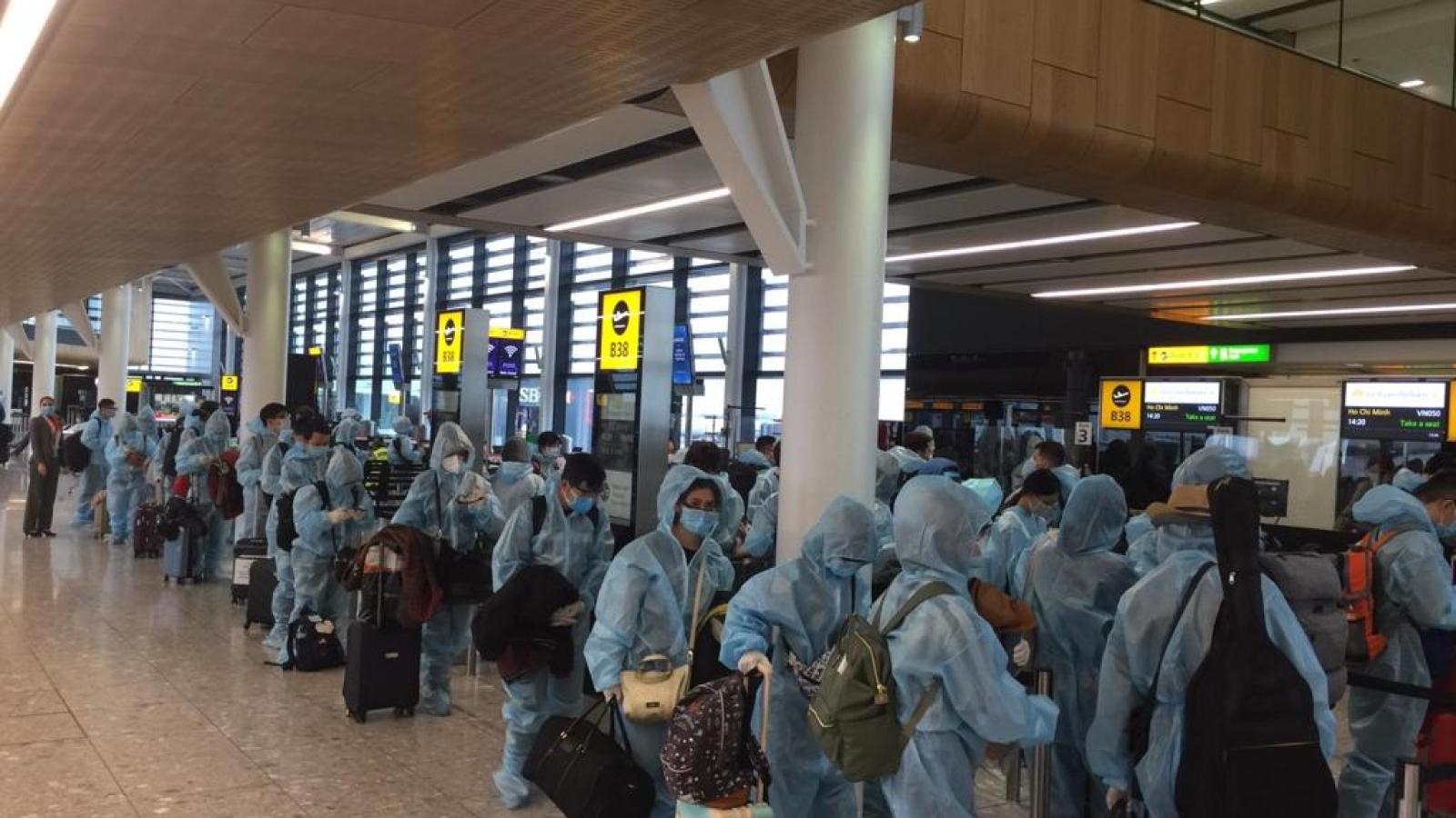 Đưa hơn 300 công dân Việt Nam từ Anh về nước