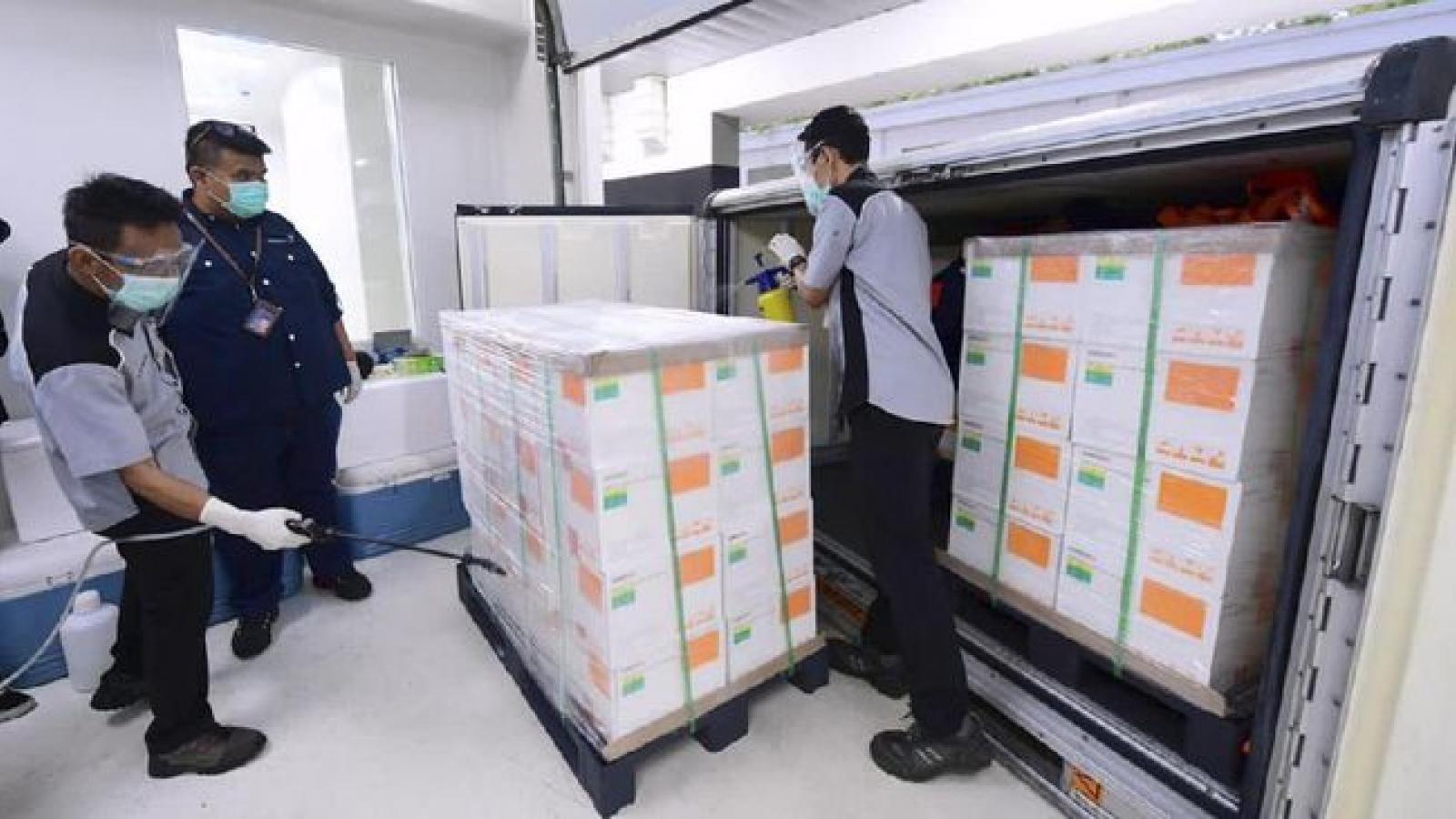 Indonesia mua 426 triệu liều vaccine để tăng tốc đối phó với Covid-19