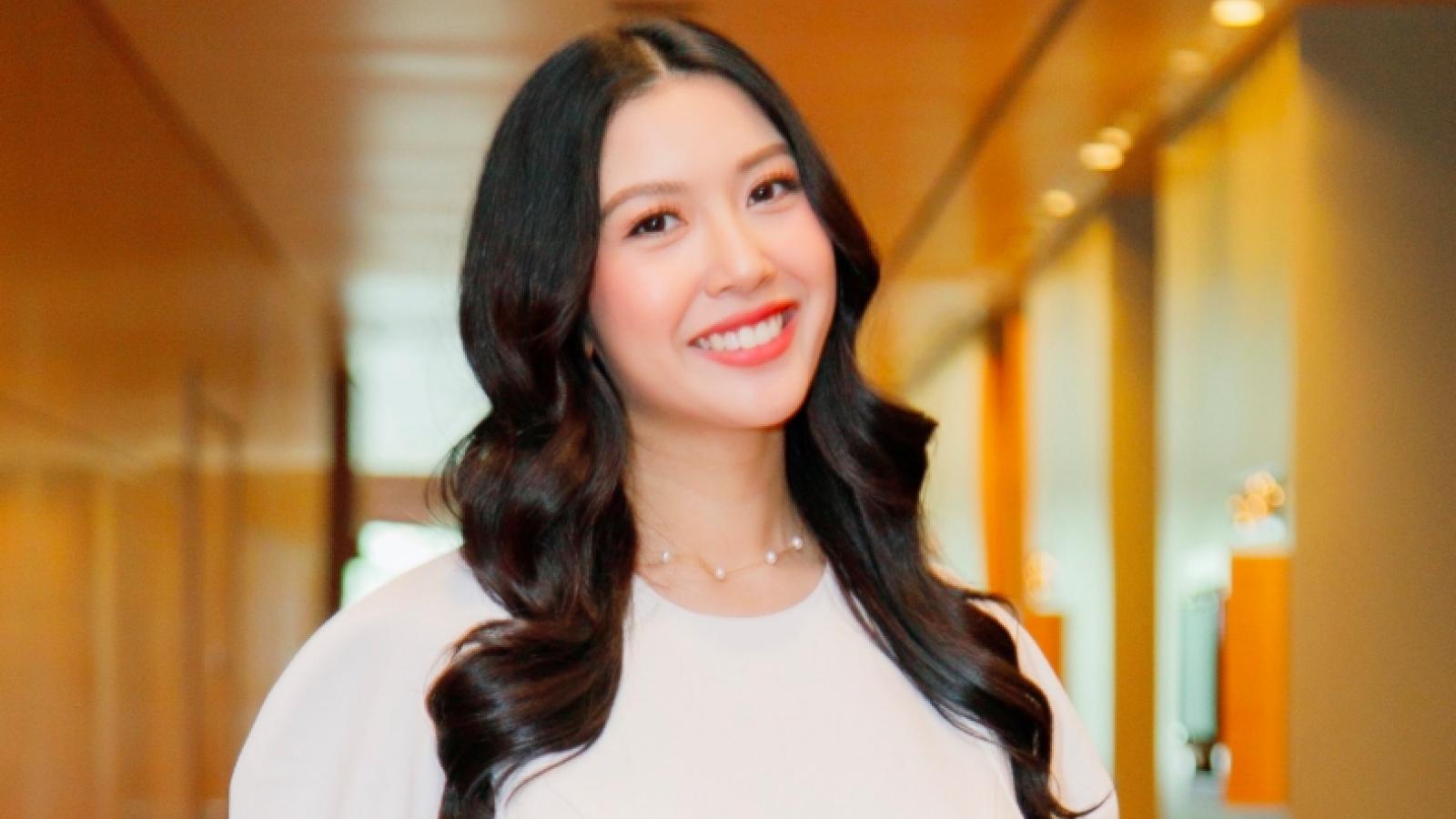 Á hậu Thuý Vân dẫn chương trình suốt 10 tiếng dù mới sinh con