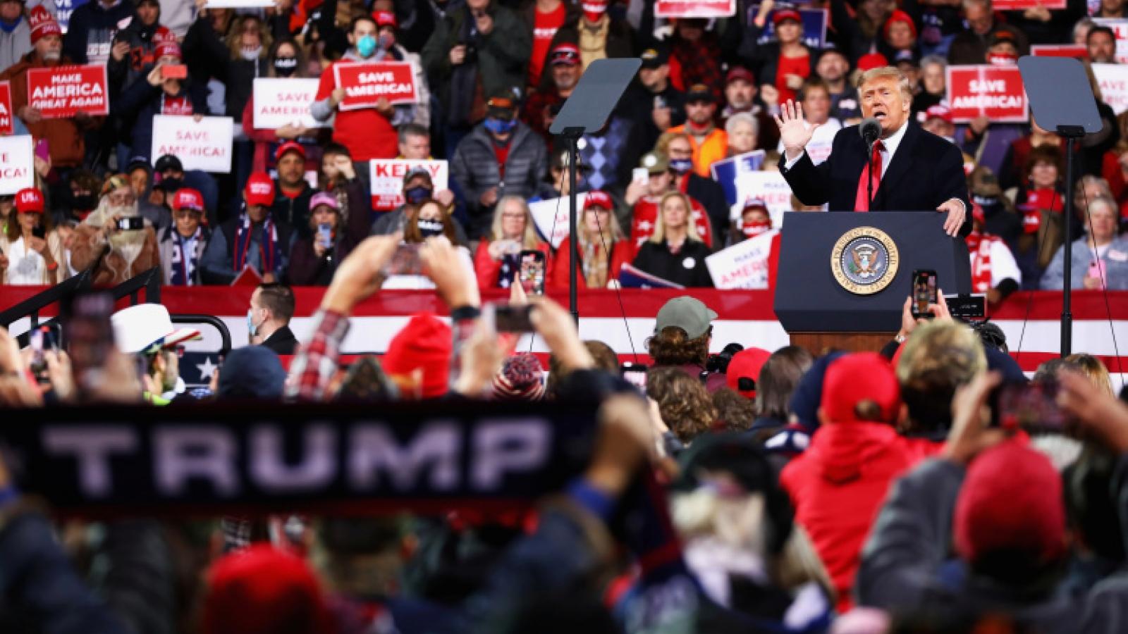 """Nhóm cử tri """"Trump trước tiên"""" – Cú hích của đảng Cộng hòa, cơn """"đau đầu"""" của đảng Dân chủ"""