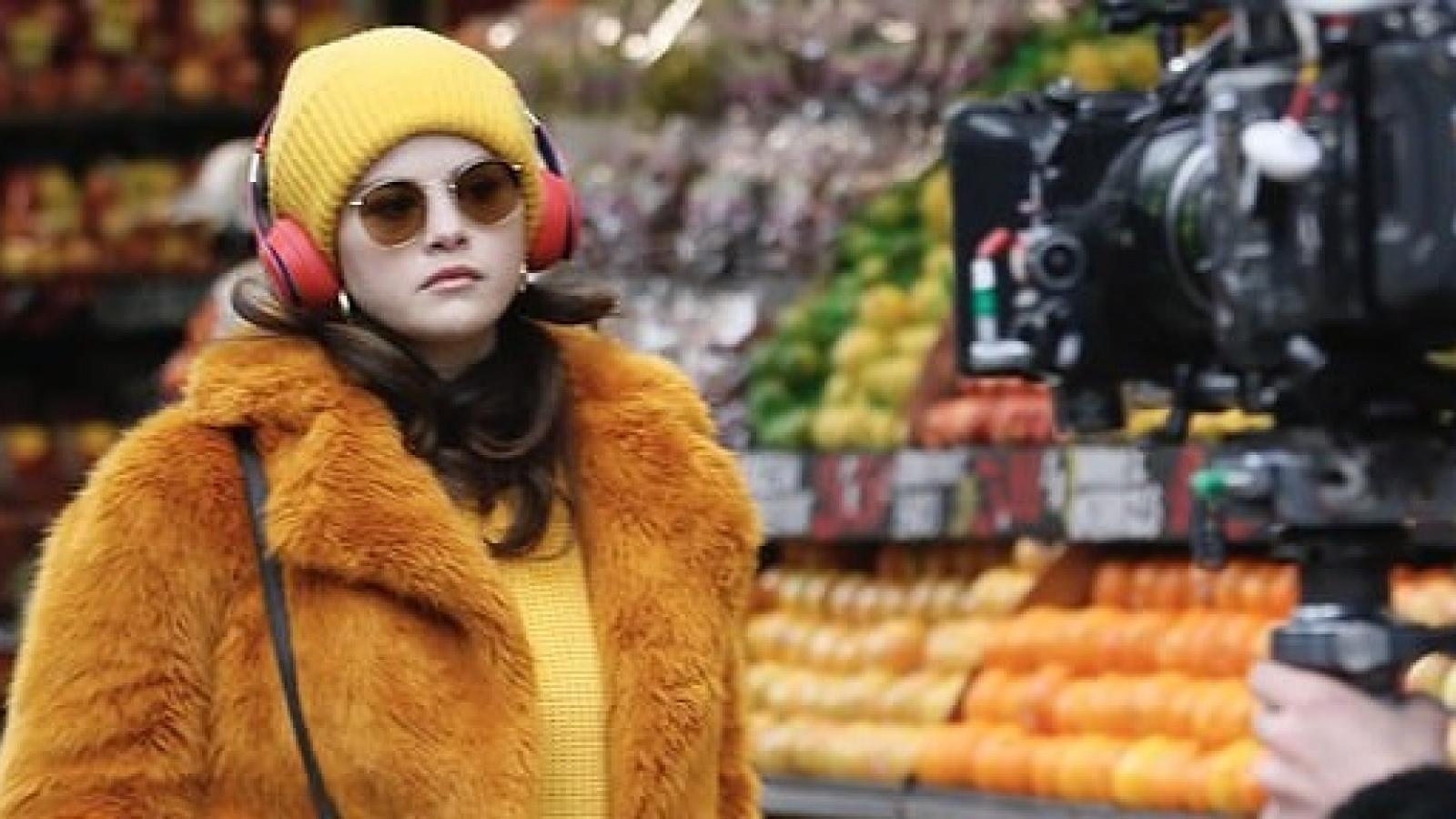"""Selena Gomez xinh đẹp trở lại phim trường sau thời gian """"ở ẩn"""""""