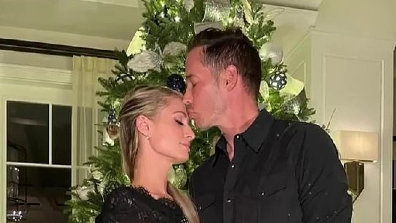 Paris Hilton ngọt ngào đón Giáng sinh sớm bên bạn trai kém tuổi