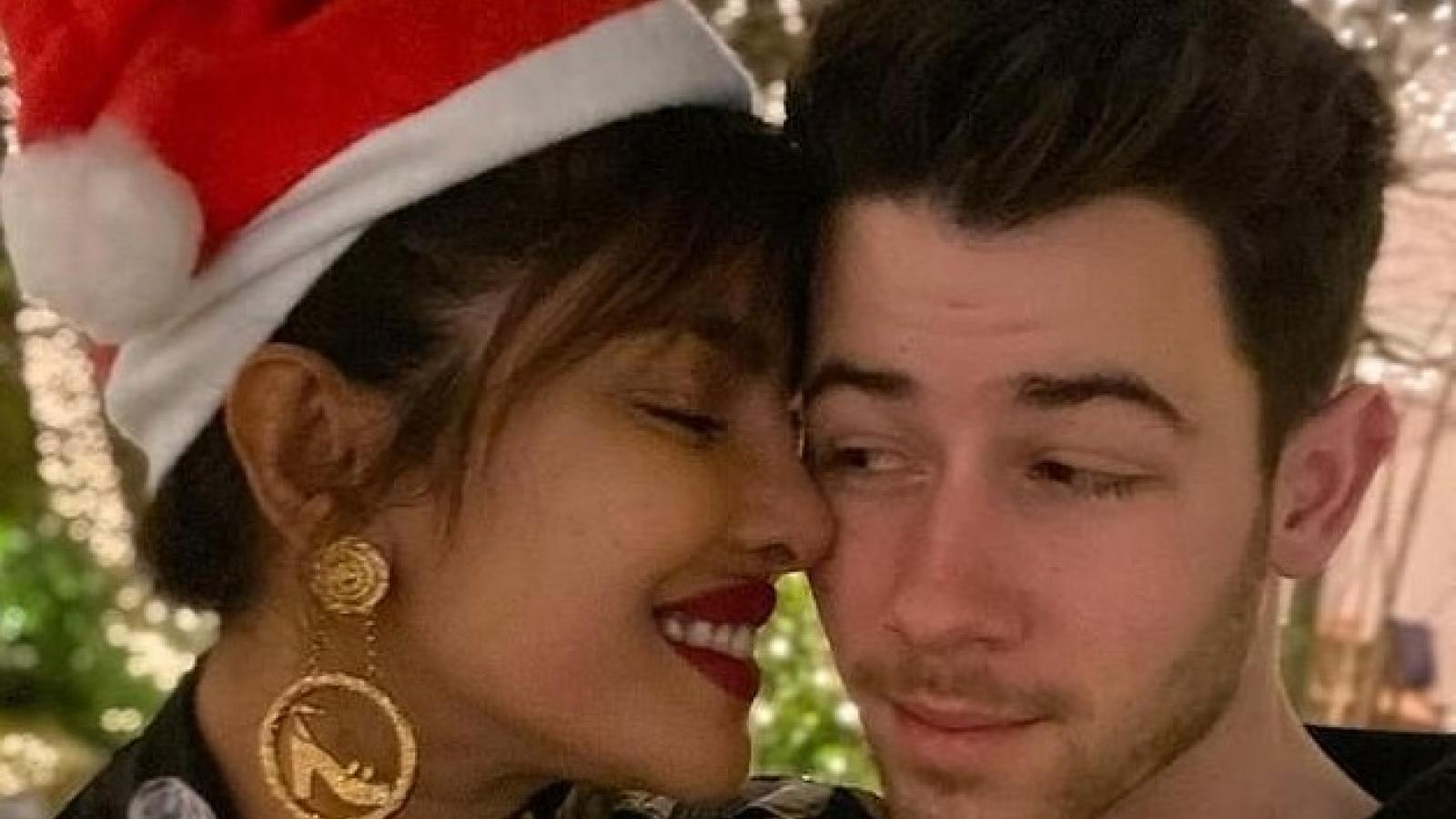 Hoa hậu Thế giới 2000 rạng rỡ đón Giáng sinh bên chồng trẻ