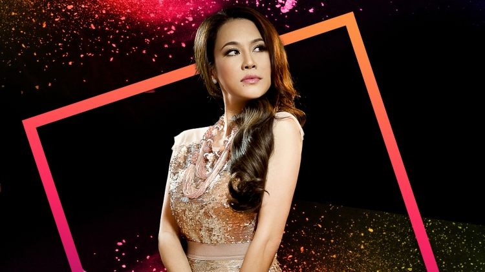 Thu Phương, Hà Trần, Suboi tham gia trình diễn tại Vietnam International Fashion Festival