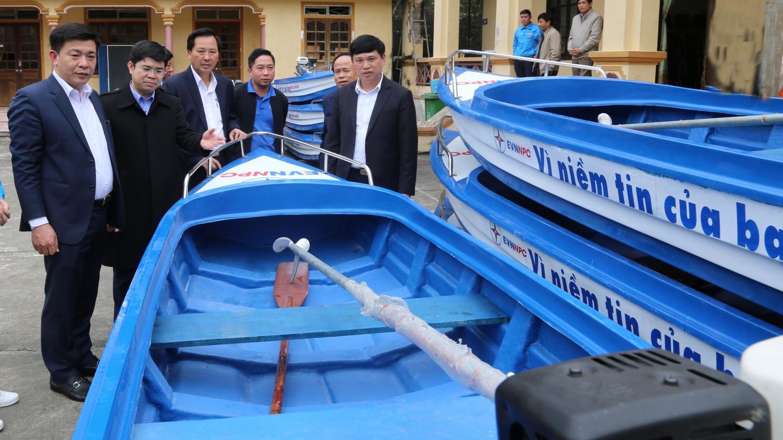 EVNNPC tri ân khách hàng vùng lũ Nghệ An, Hà Tĩnh số tiền hơn 2,3 tỷ đồng