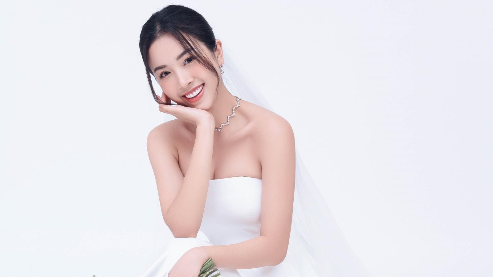 Á hậu Thuý An tung ảnh cưới, công bố ngày lên xe hoa bên bạn trai