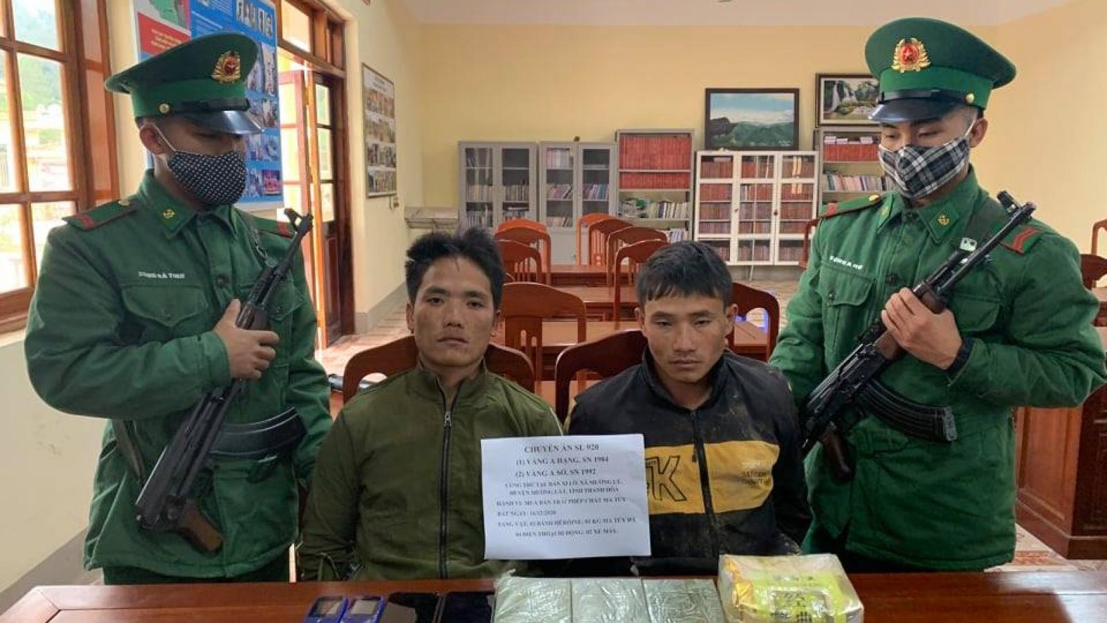 Bắt 2 đối tượng vận chuyển 3 bánh heroin từ Thanh Hoá tới Sơn La