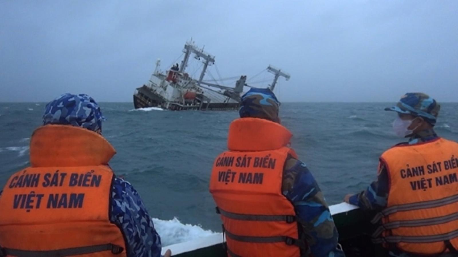 Liên tiếp cứu hộ, cứu nạn 2 tàu hàng bị sự cố trên biển
