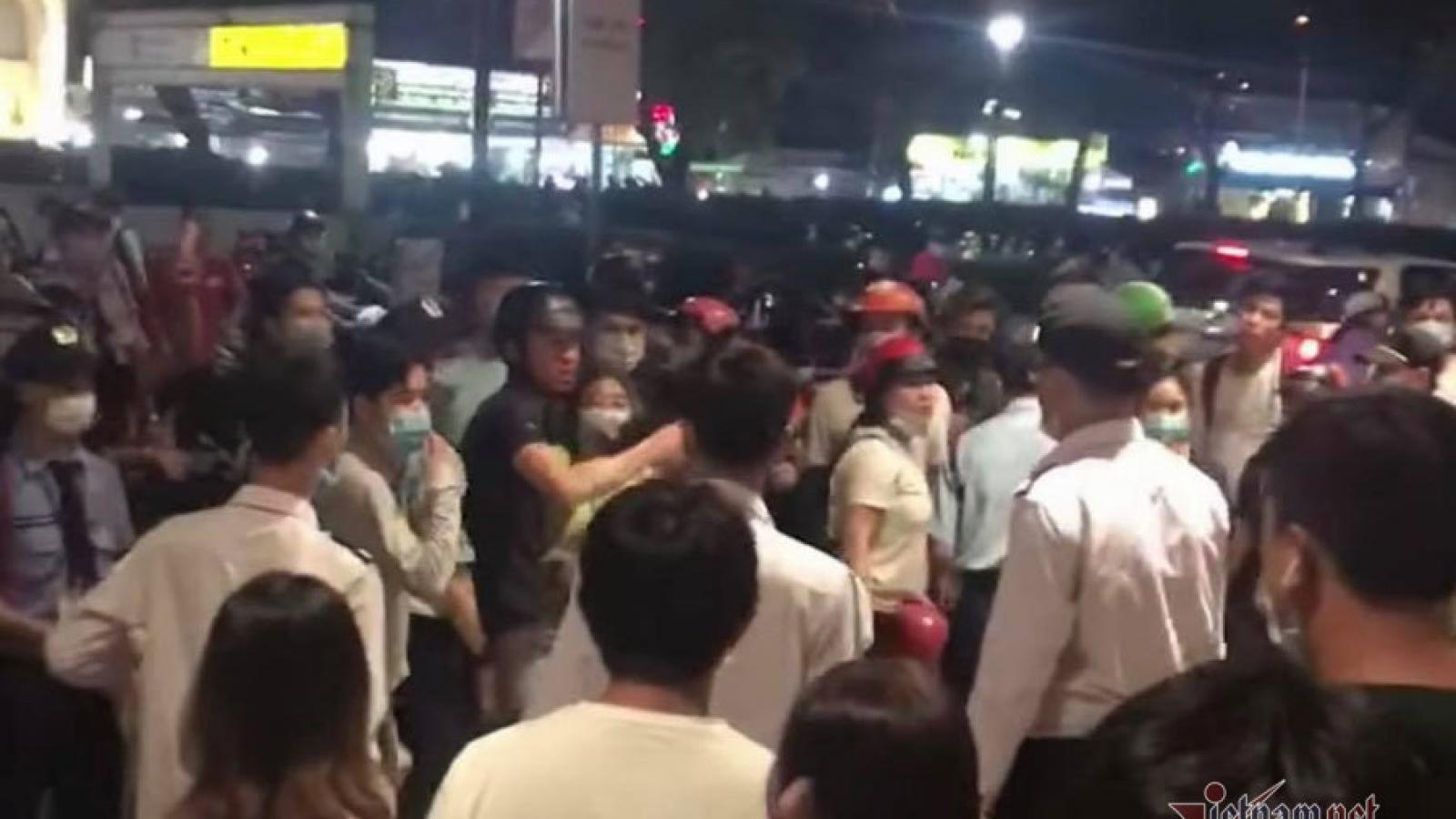 Ẩu đả đông người tại Aeon Mall Tân Phú, cảnh sát hình sự nổ súng trấn áp