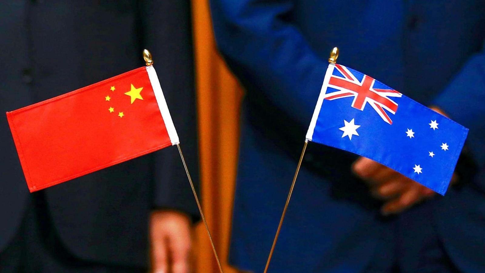 """Làm căng với Australia: Trung Quốc tính """"giết gà dọa khỉ""""?"""