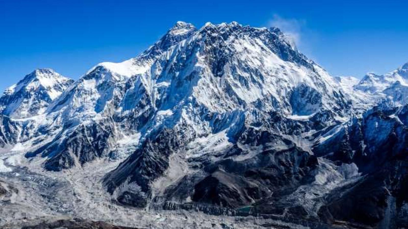 Vinh quang và thảm kịch trên hành trình chinh phục nóc nhà thế giới Everest