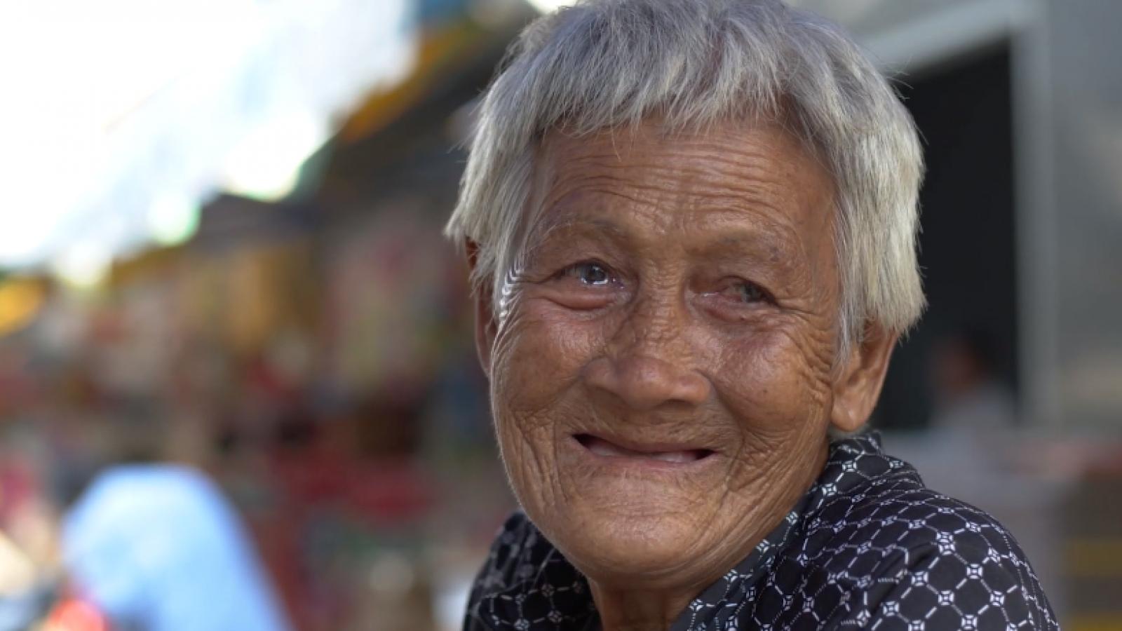 Cụ bà 88 tuổi dành 75 năm để làm nên món chè huyền thoại ở Mỹ Tho