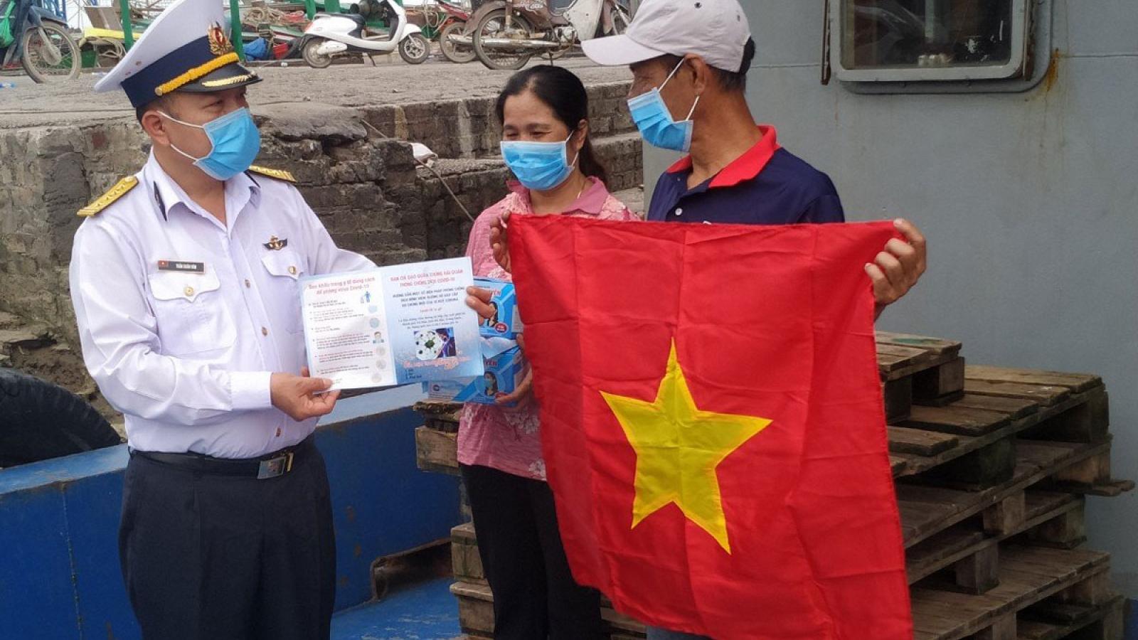 Lính Hải quân, điểm tựa vững chắc cho ngư dân vươn khơi bám biển