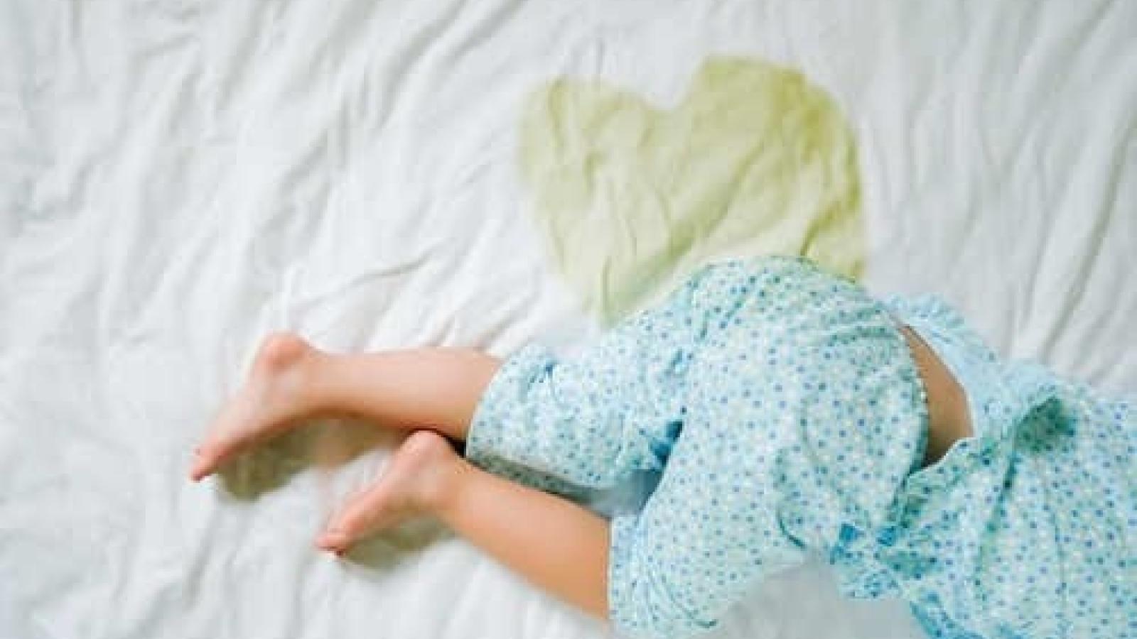 """Nguyên nhân và giải pháp điều trị chứng """"đái dầm"""" ở trẻ"""