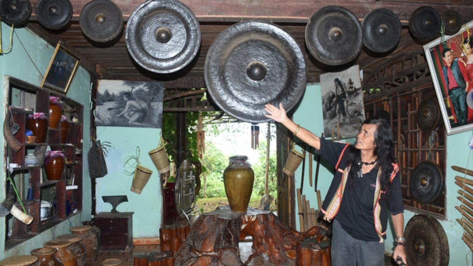"""Nghệ nhân ưu tú A Biu - """"bảo tàng sống"""" văn hóa truyền thống Ba Na"""