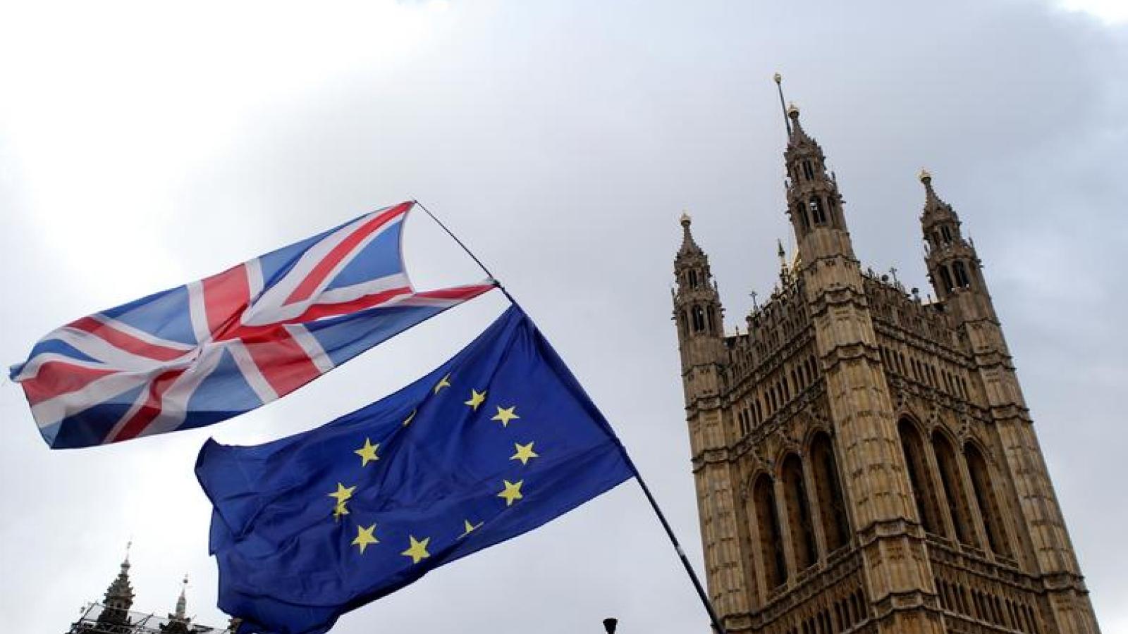 """Tranh thủ """"còn nước còn tát"""", Anh-EU nỗ lực đàm phán dù cơ hội thành công thấp"""