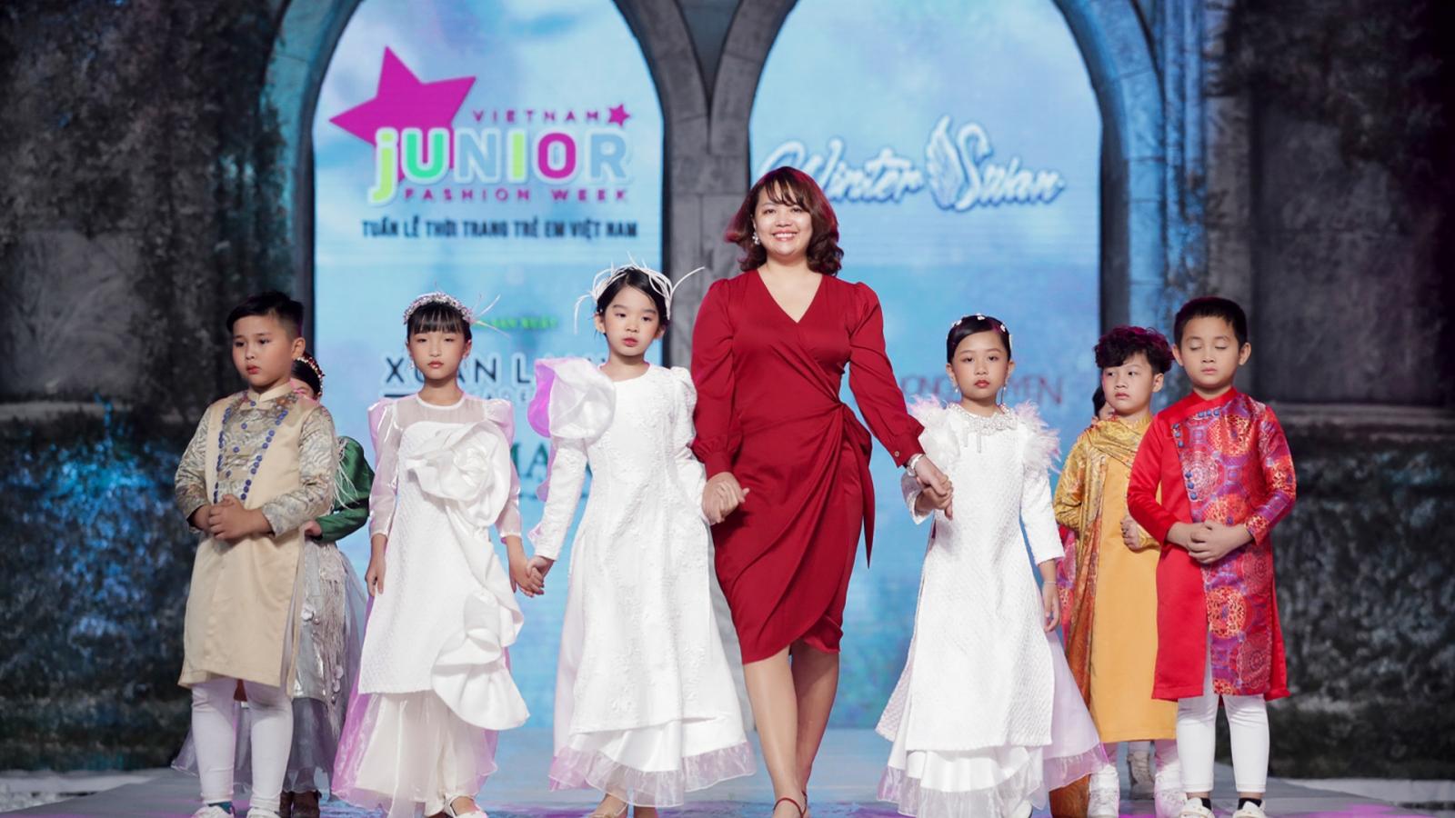Choáng ngợp với những màn trình diễn của dàn mẫu nhí tại Vietnam Junior Fashion Week