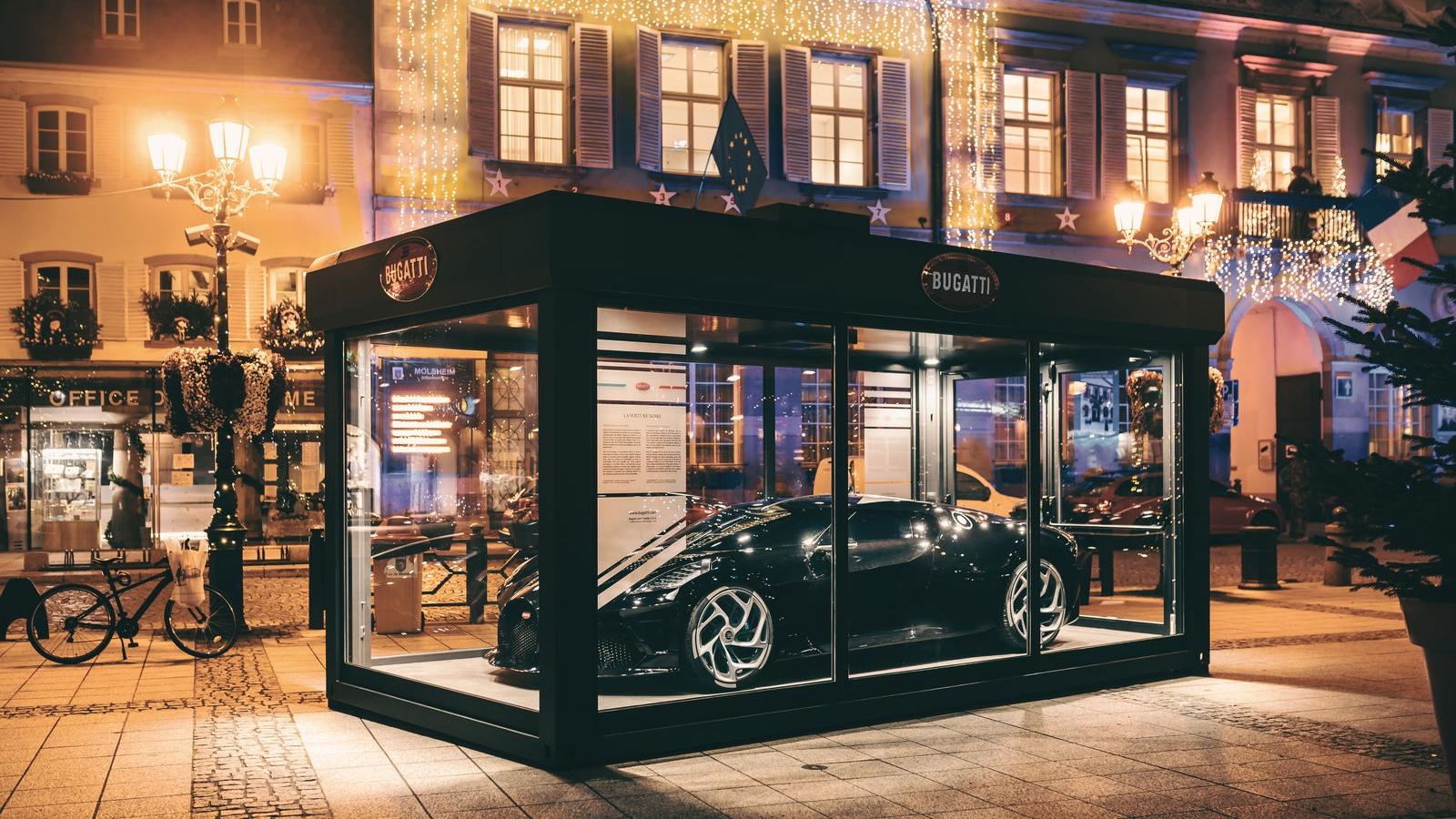 Bugatti trưng bày siêu xe trị giá 13 triệu USD dịp Giáng Sinh