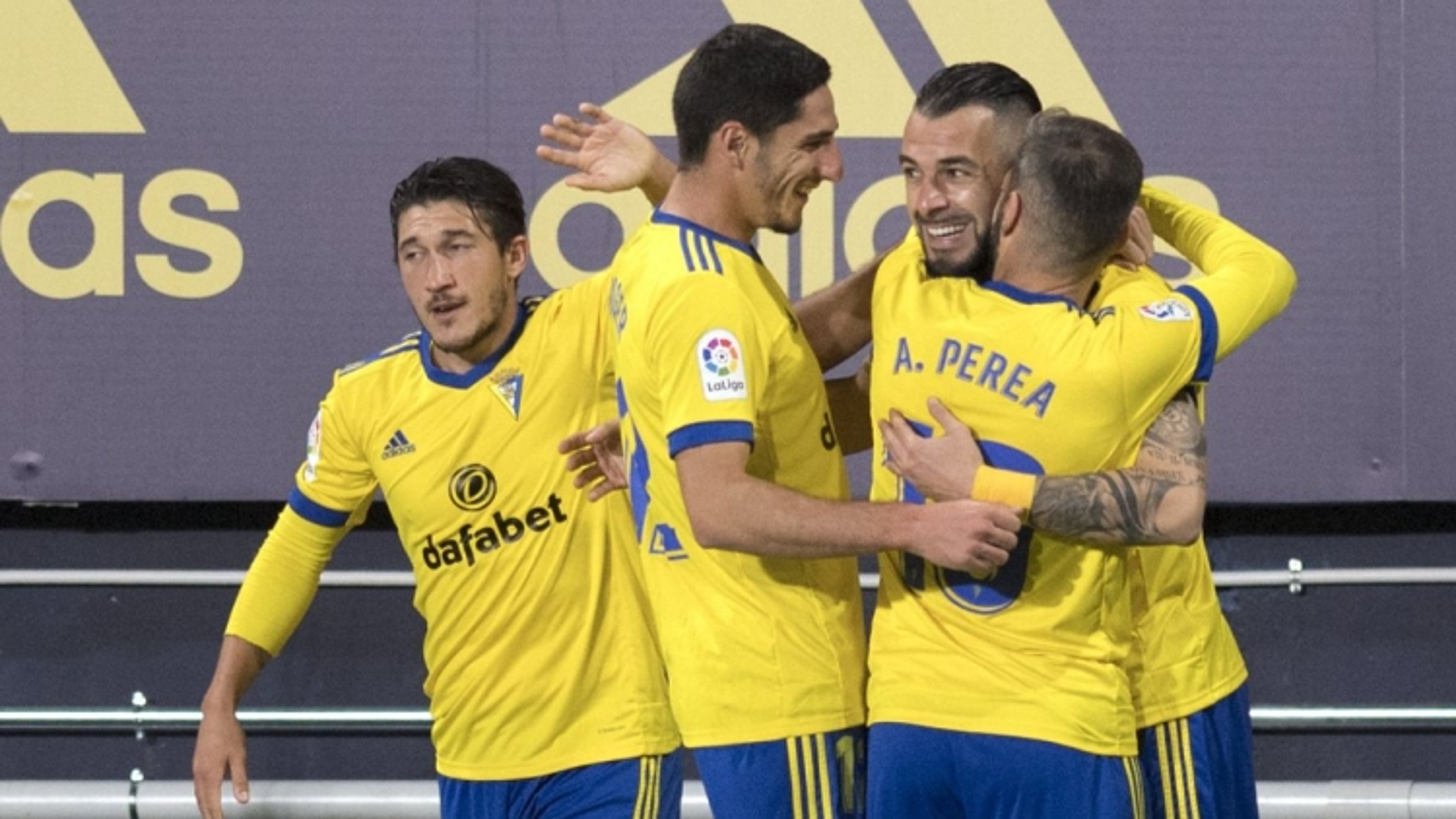 """Hạ cả Real lẫn Barca, đội bóng """"vô danh"""" Tây Ban Nha tạo nên kỷ lục"""