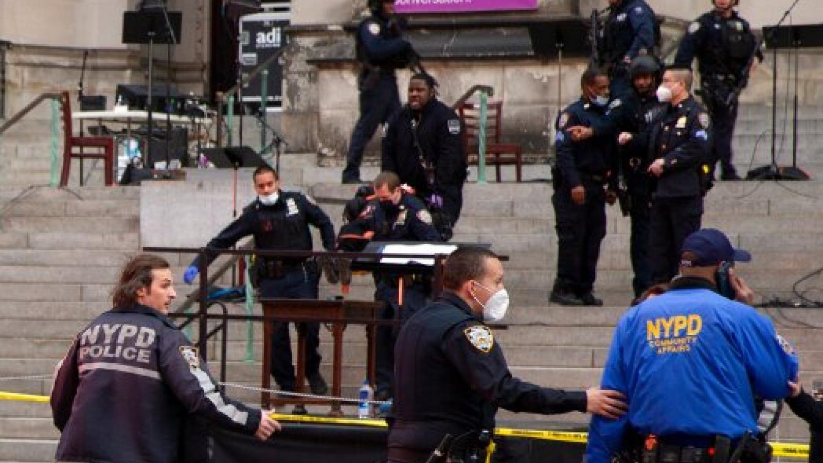 Thủ phạm vụ xả súng bên ngoài nhà thờ tại New York, Mỹ đã tử vong