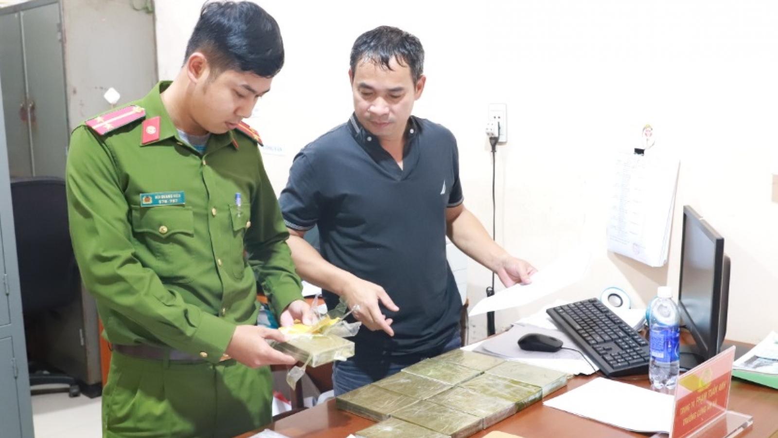 Triệt phá 1 vụ ma túy lớn, thu giữ 10 bánh heroin tại Đắk Nông