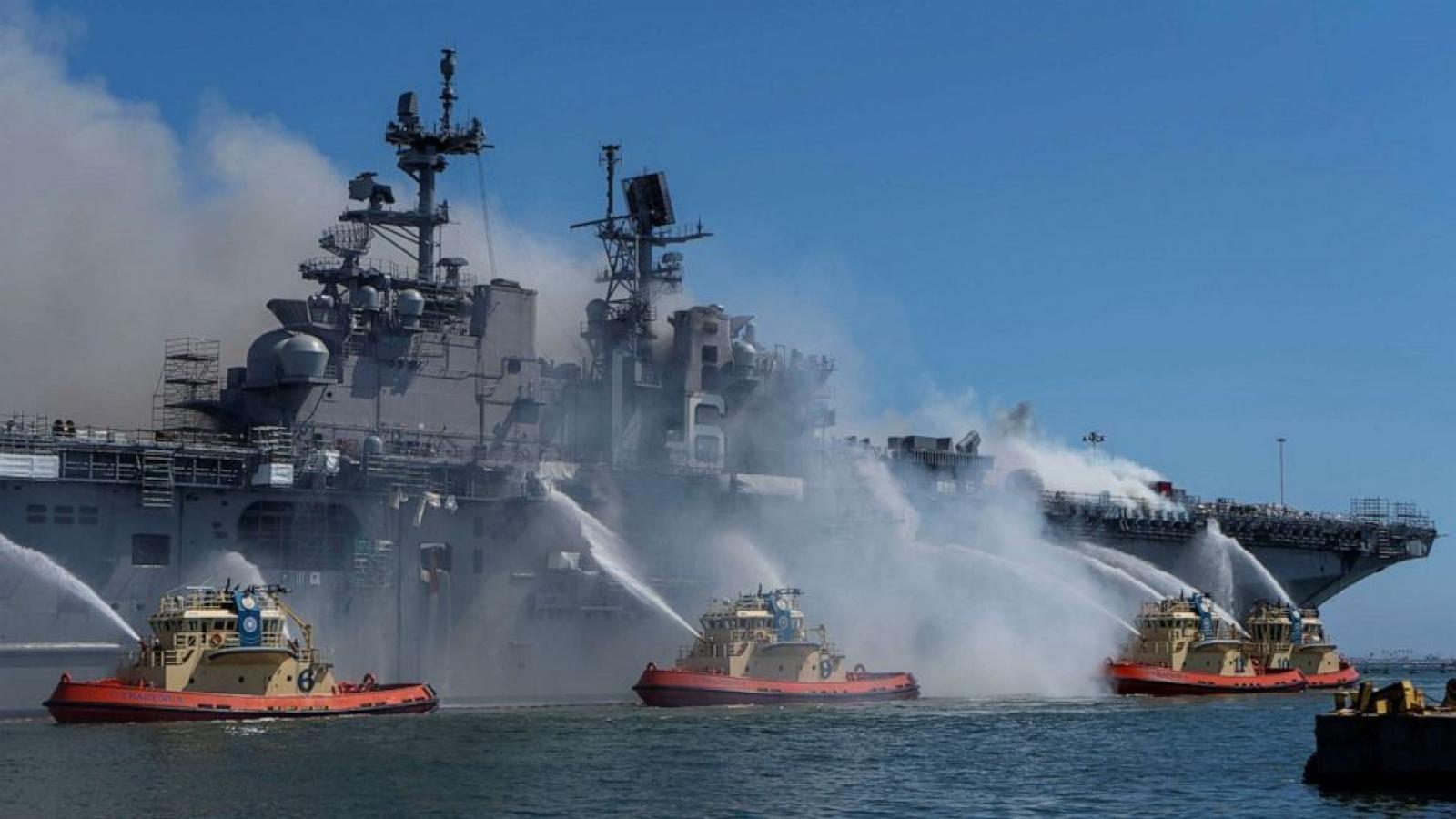 Hải quân Mỹ sẽ loại biên tàu USS Bonhomme Richard sau trận cháy lớn