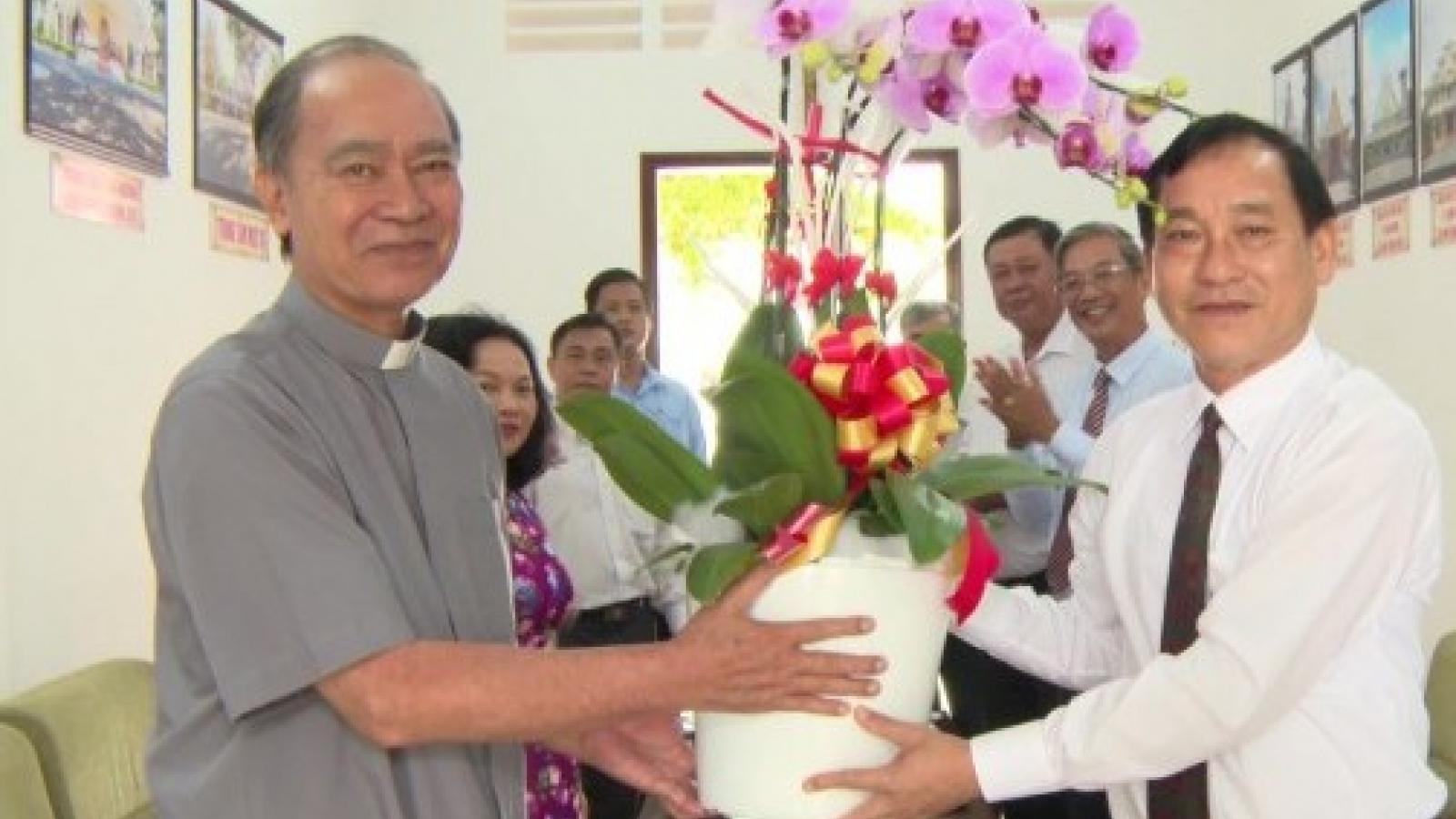 Lãnh đạo tỉnh Tiền Giang chúc mừng Giáng sinh tại các tổ chức Công giáo, Tin Lành