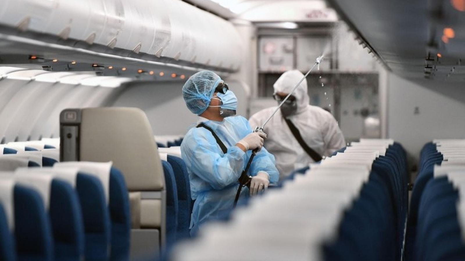 """""""Phòng dịch COVID-19 trên máy bay phải như ở bệnh viện"""""""