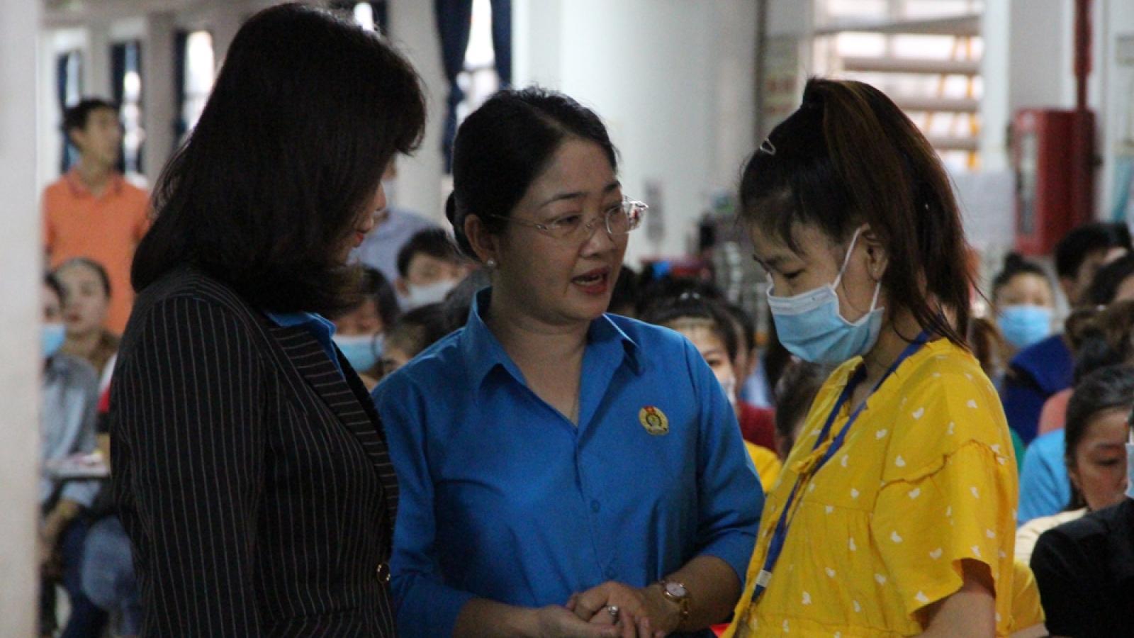 Bình Dương hỗ trợ hàng trăm công nhân quê miền Trung bị thiệt hại do bão lũ