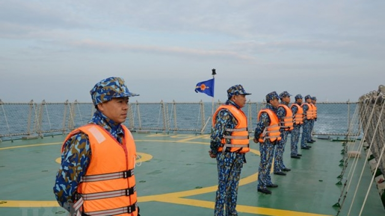 Vietnamese and Chinese coast guards carry out joint patrols in Gulf of Tonkin