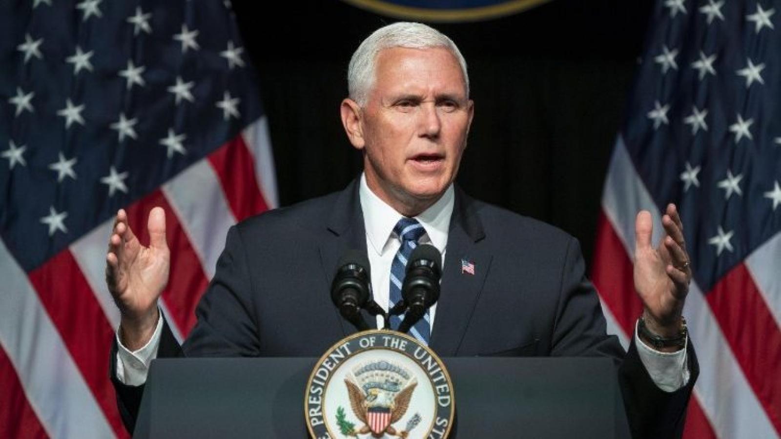 """Ông Mike Pence mắc kẹt giữa lòng trung thành với Trump và việc bị coi là """"kẻ phản bội"""""""
