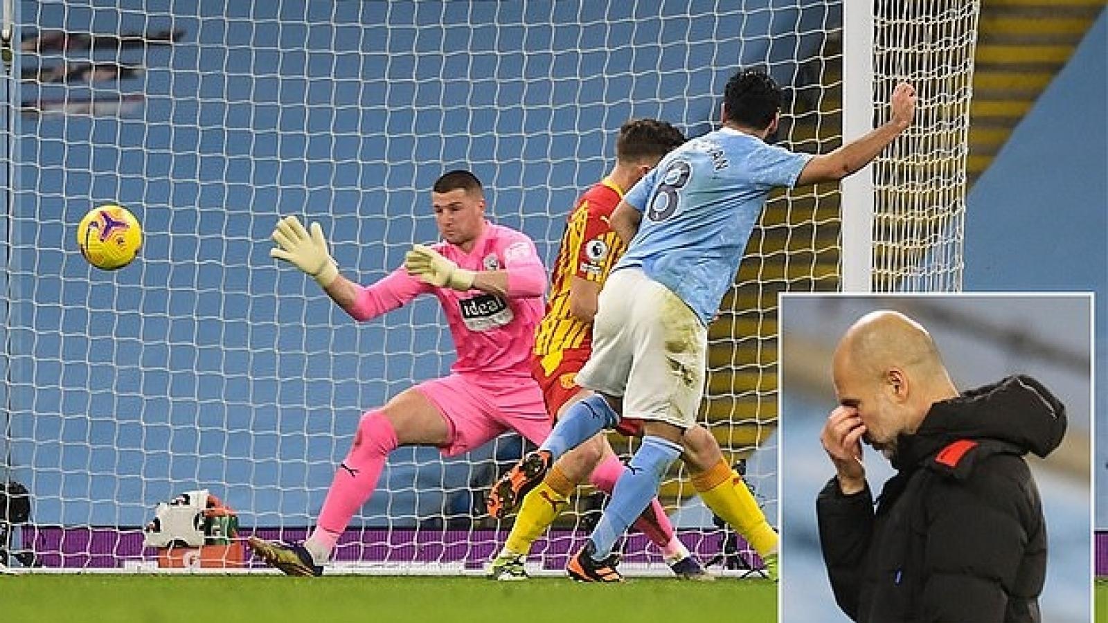 Cựu thủ môn MU thi đấu xuất thần khiến Man City hứng chịu cú shock