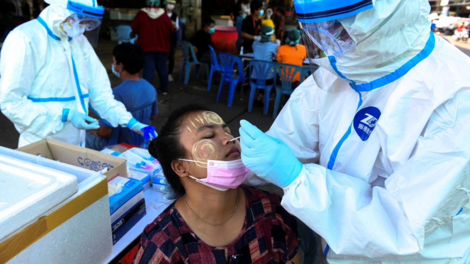Khống chế ổ Covid-19 tại chợ hải sản: Thái Lan xét nghiệm hàng chục nghìn người