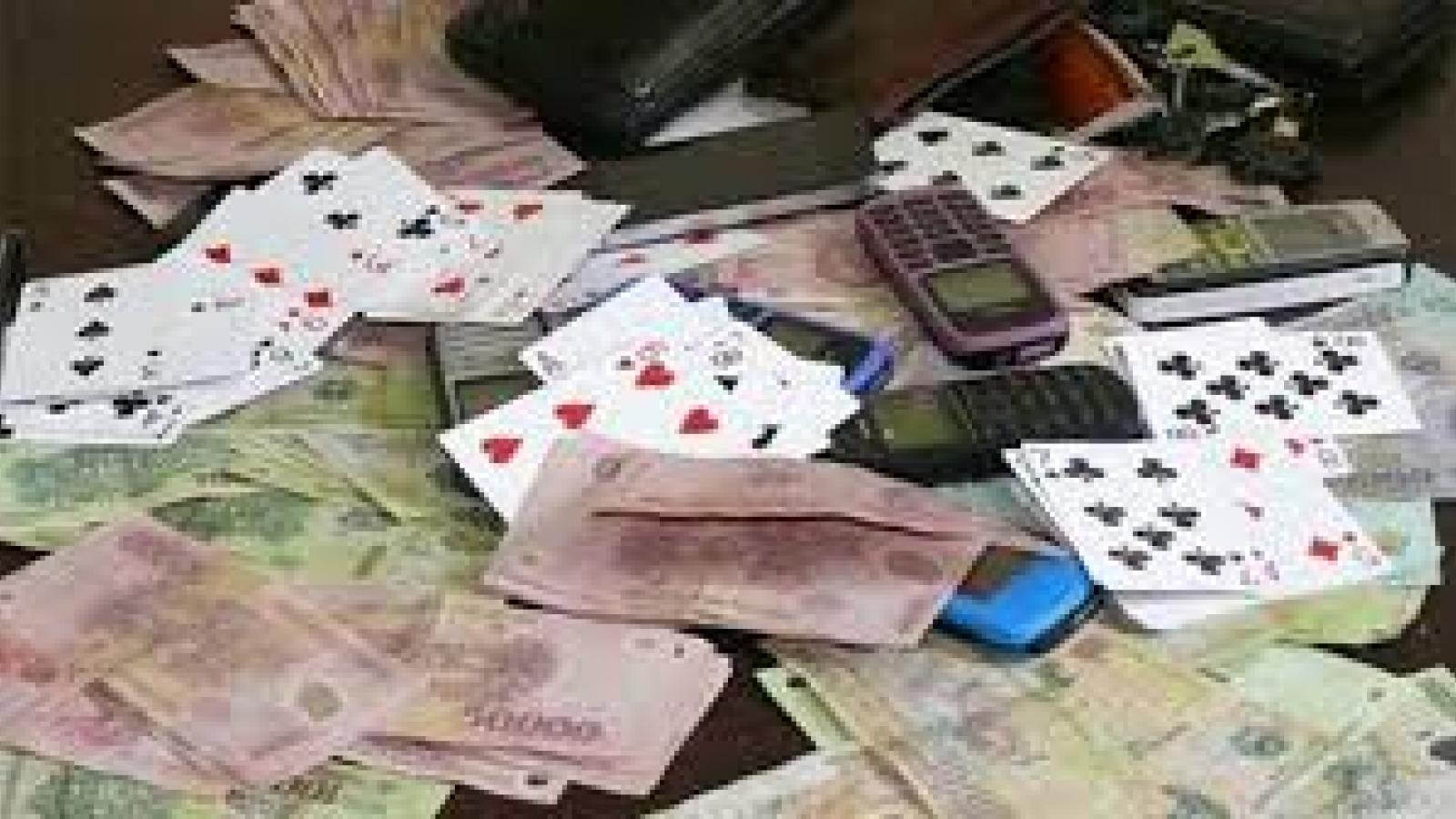 Hai cựu cán bộ công an ở Hà Nội tổ chức đánh bạc, cho đồng nghiệp vay nặng lãi