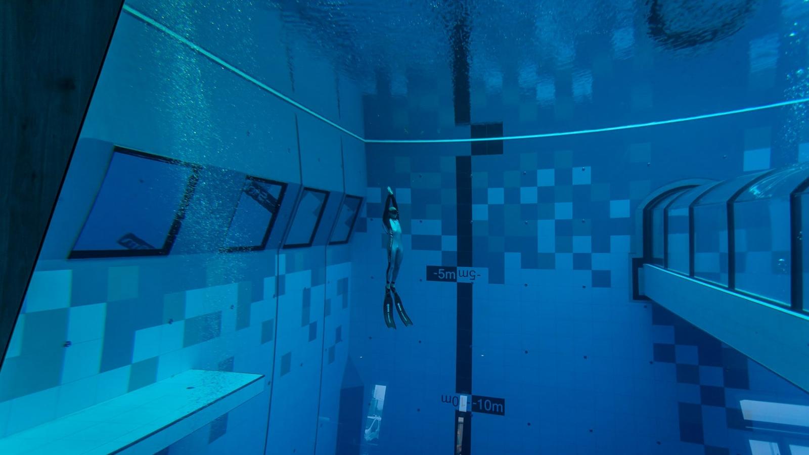 Hồ bơi sâu nhất thế giới mở cửa tại Ba Lan