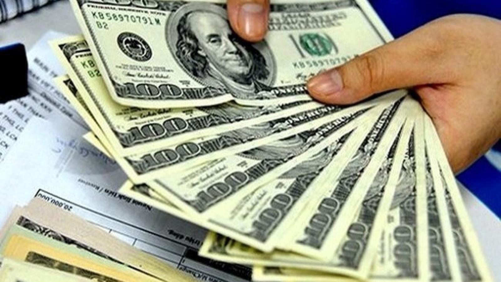 Giá USD tiếp tục giảm ở các ngân hàng thương mại